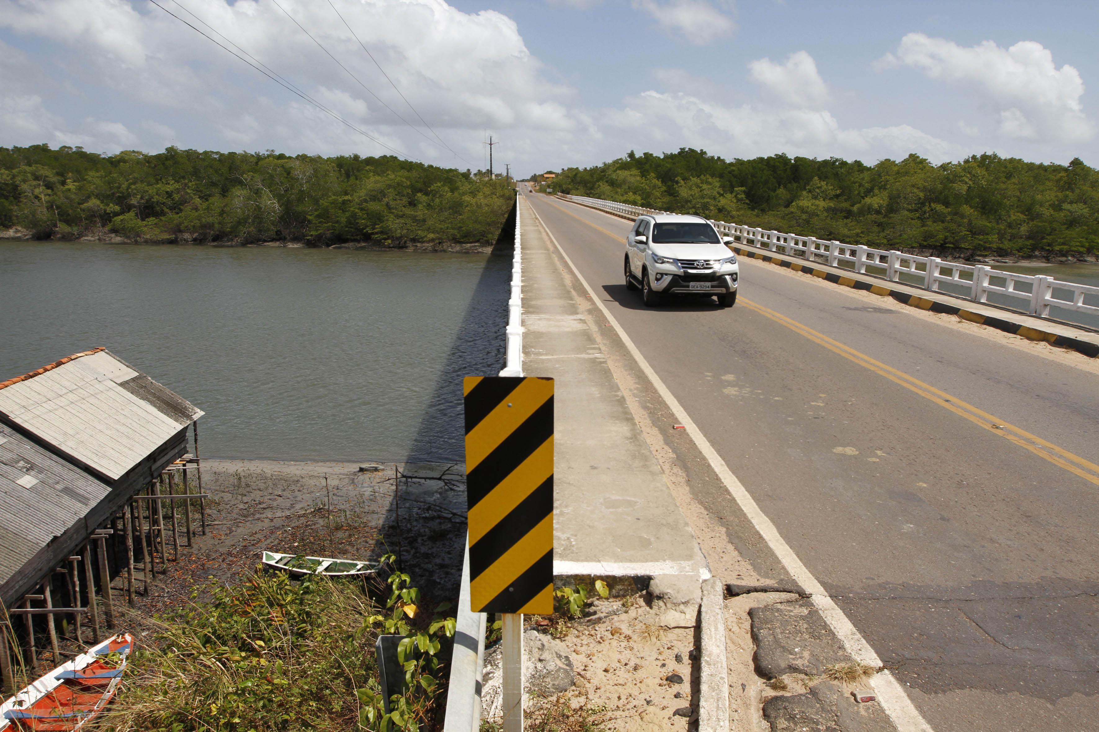 Simultaneamente, também será construída uma ponte de concreto sobre o rio Sampaio, que terá largura superior à atual, acompanhando as vias em obras.