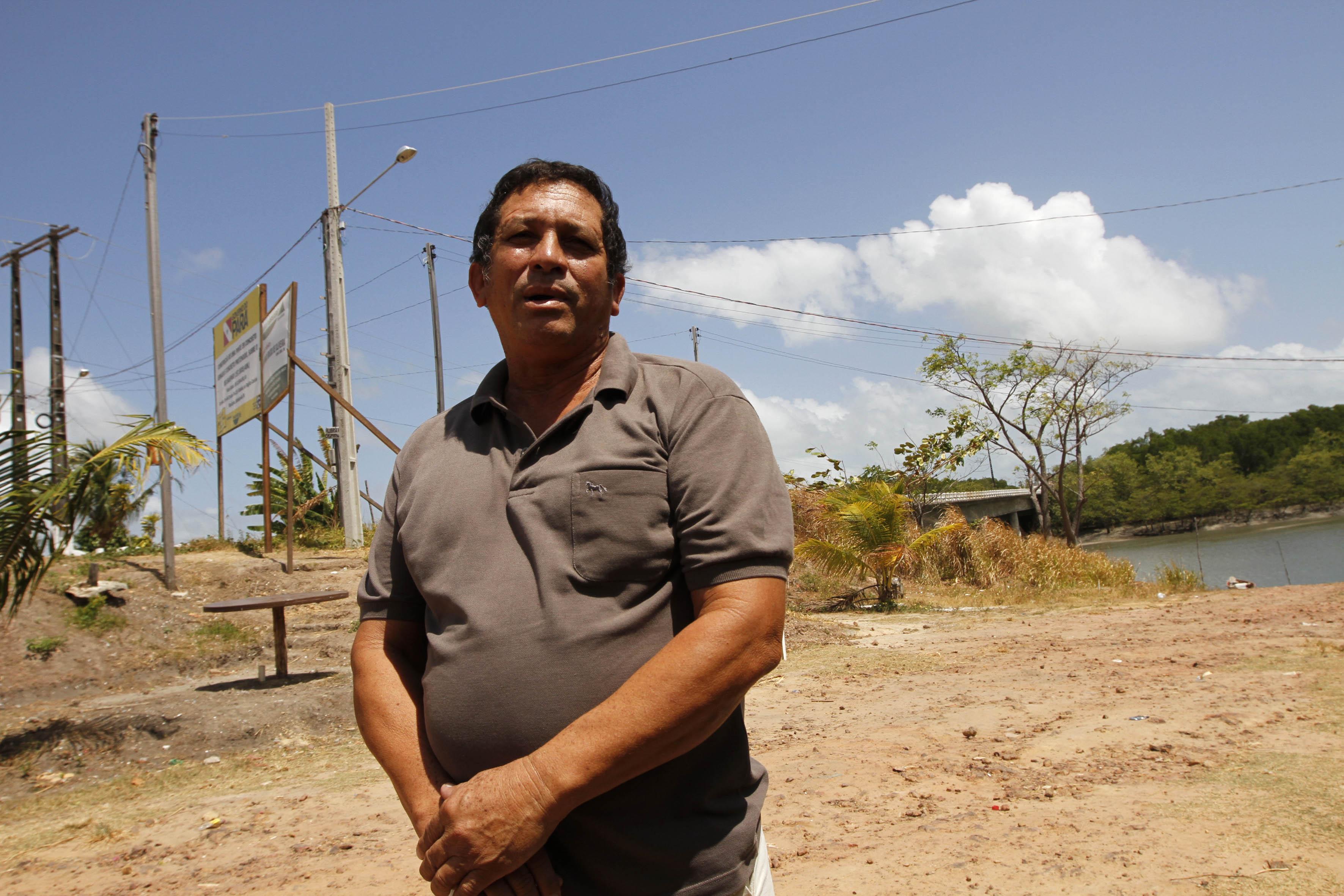 Ribamar Fonseca, natural de Belém, mas morador de Salinas há 27 anos, reclama dos inúmeros acidentes que acontecem no trecho próximo à ponte, e comemo