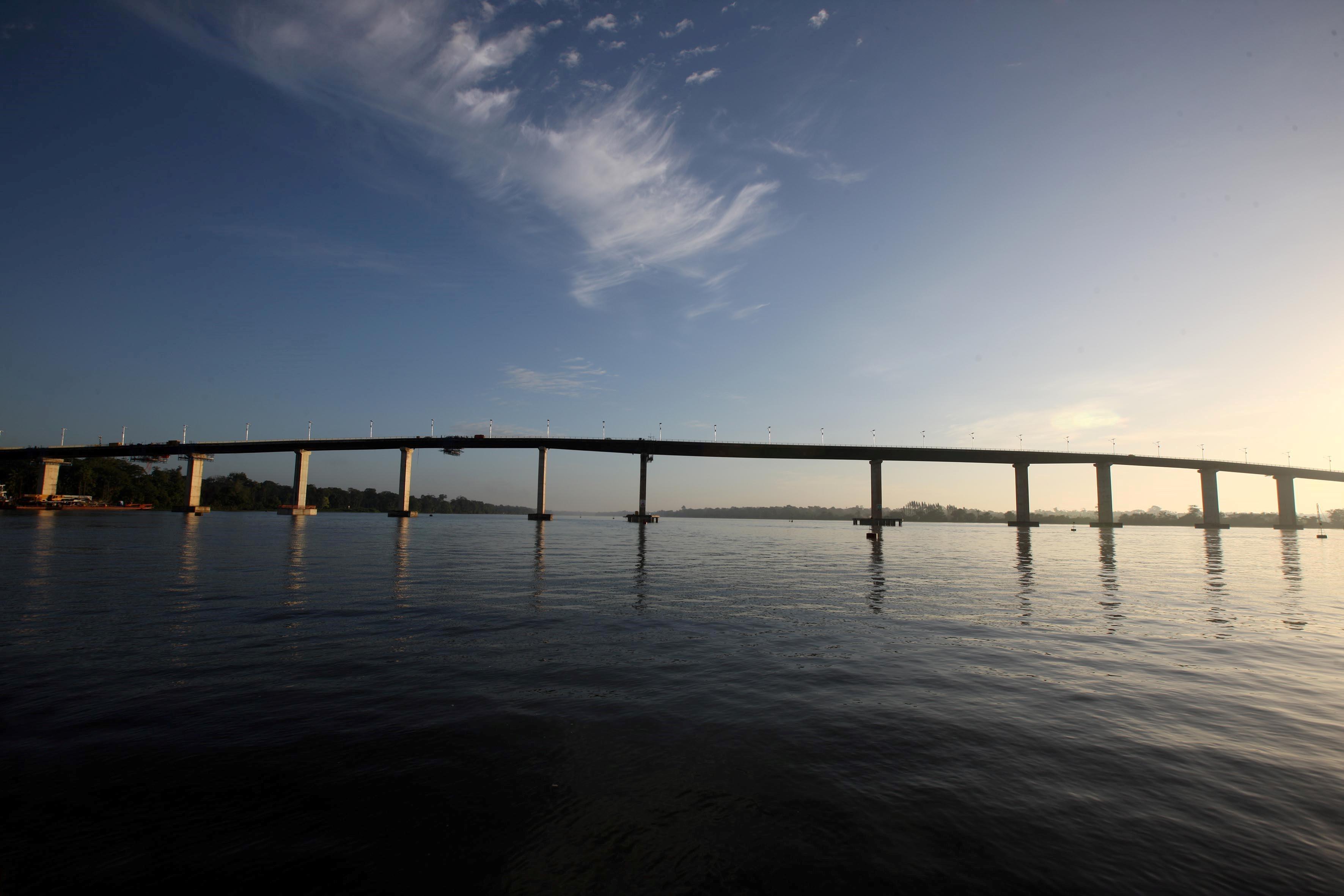 Ponte sobre o Rio Moju, no complexo da Alça Viária, que foi reconstruída após ser atingida por uma embarcação