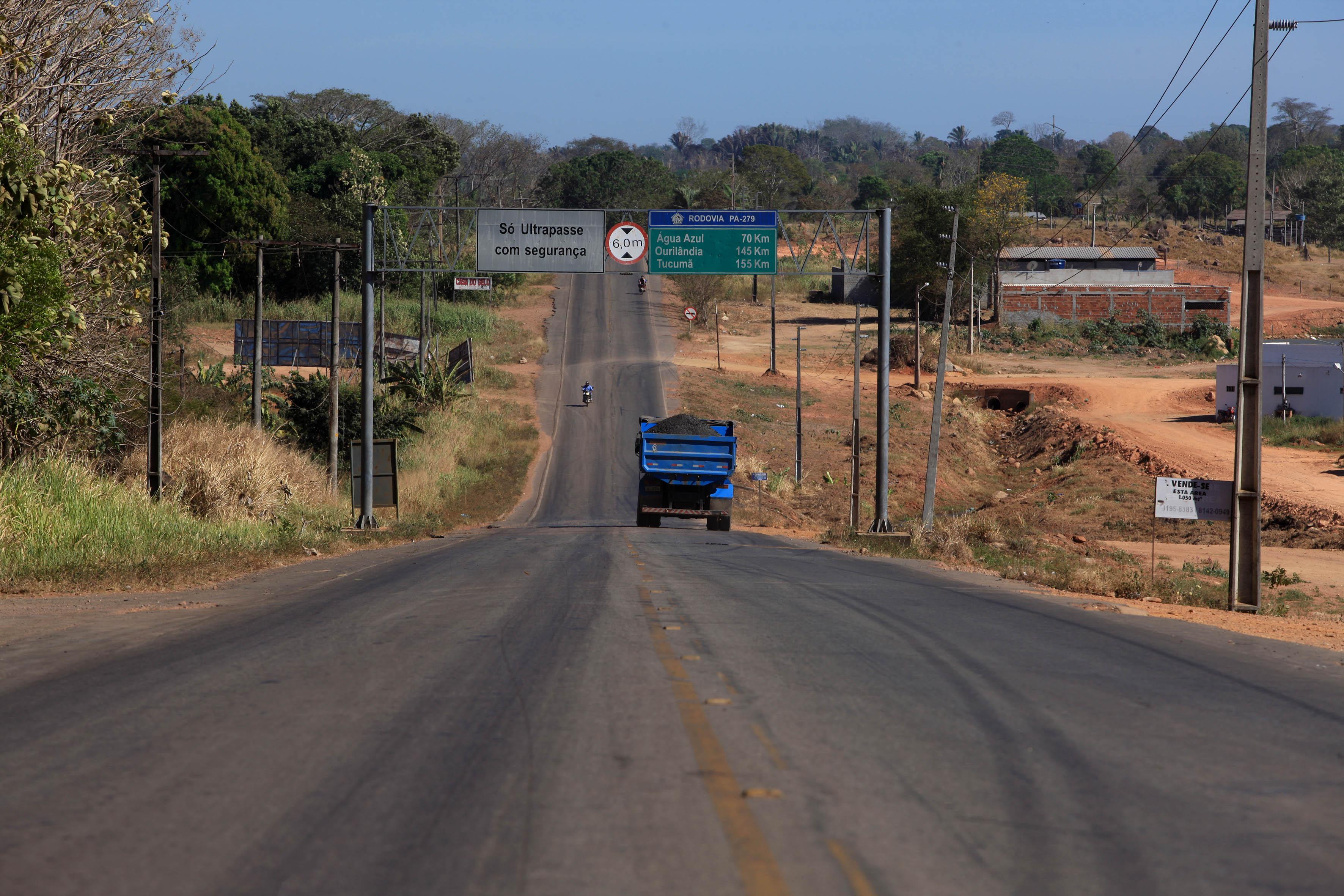 A PA-279, que está recebendo manutenção entre Xinguara e Ourilândia do Norte, e terraplenagem no trecho de Tucumã a São Félix do Xingu