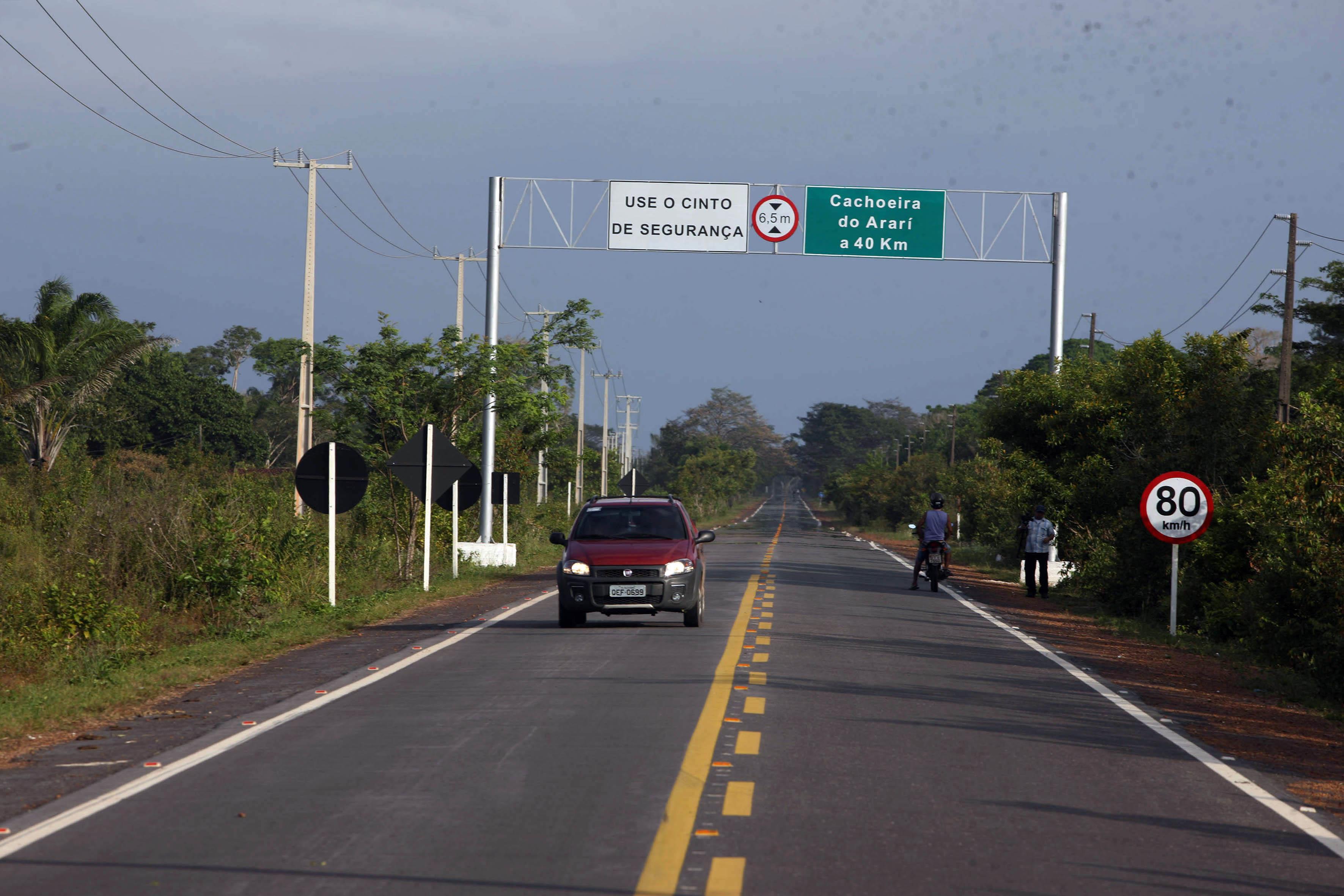 A PA-154, que liga o porto de Camará e Salvaterra ao município de Cachoeira do Arari, também foi pavimentada